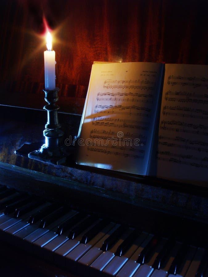 Download Ark För Piano För Stearinljuslightingmusik Fotografering för Bildbyråer - Bild av polyphony, piano: 500411