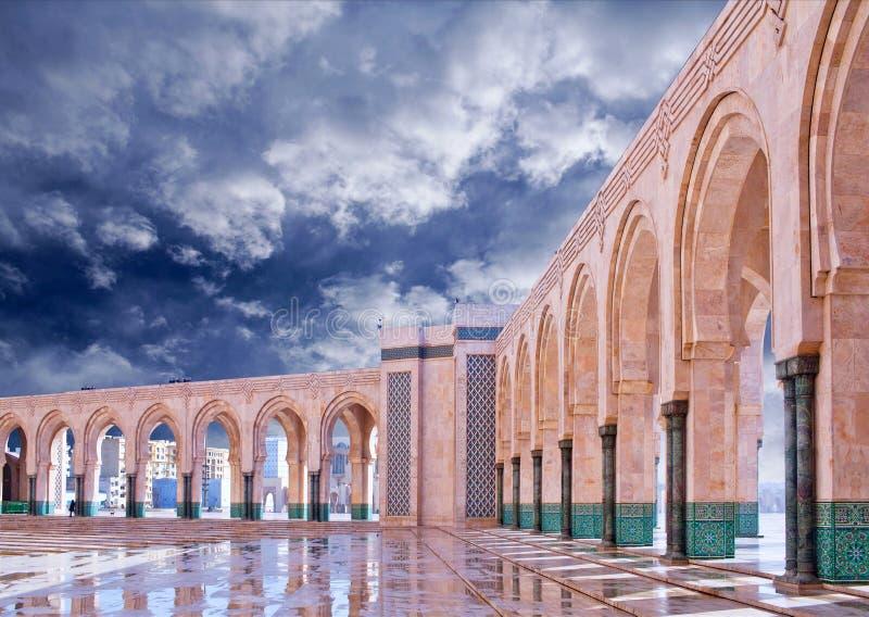 Arkad kolumny w Hassan II meczecie w Casablanca, Maroko zdjęcia royalty free