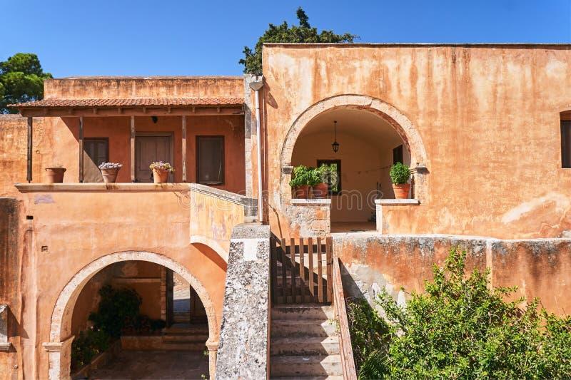 Arkadi Monastery - as construções do monastério ortodoxo na ilha da Creta foto de stock