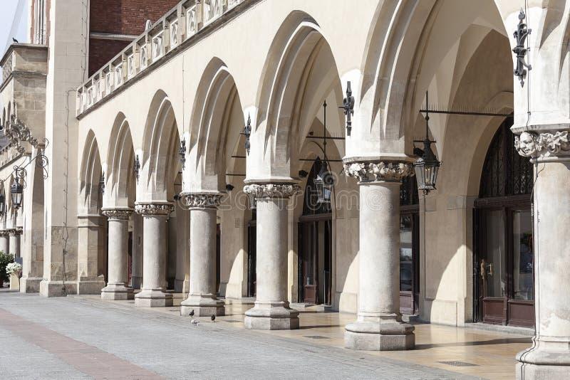 Arkadowy Sukienny Hall Sukiennice, Główny Targowy kwadrat, Krakow, Polska zdjęcia stock