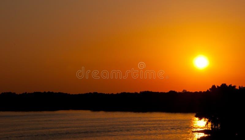 Arkansas Ozark Mountain Sunset golpea la selva tropical del horizonte imagenes de archivo