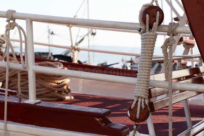 Arkany, sznury i inni szczegóły przyjemności łodzie, fotografia royalty free