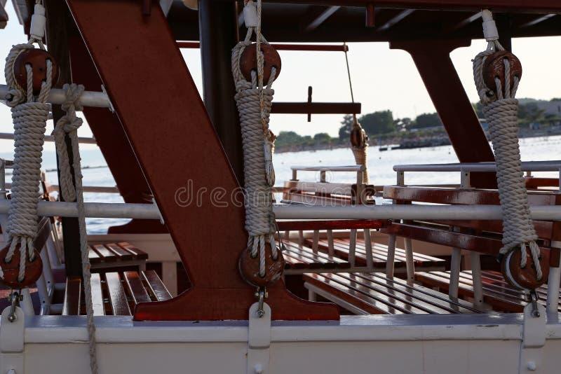 Arkany, sznury i inni szczegóły przyjemności łodzie, zdjęcia royalty free