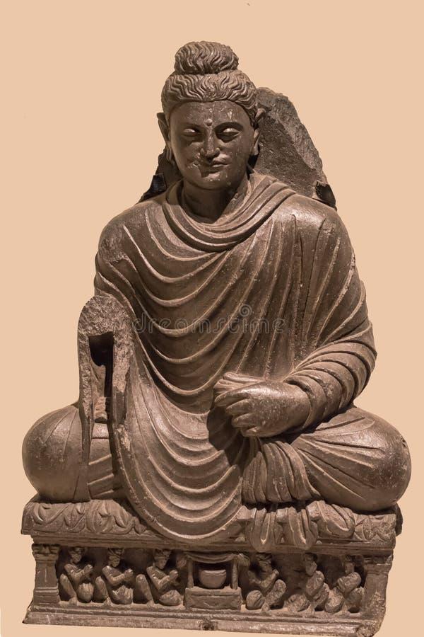 Arkeologisk skulptur av Buddha i meditation från indisk mytologi arkivfoto