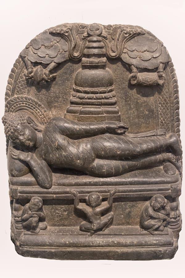 Arkeologisk skulptur av Mahaparinirvana från indisk mytologi royaltyfri foto