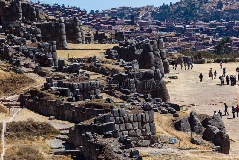 Arkeologiskt fält av Sacsayhuaman, Cusco, Peru arkivbilder