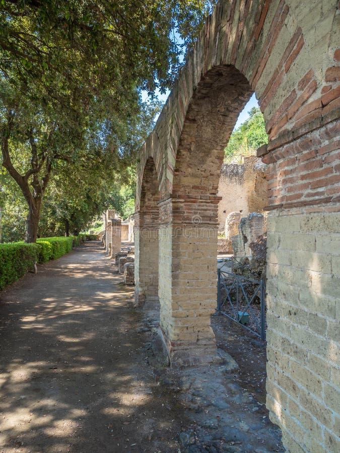 Arkeologiskt parkera av Baia, huvudsakliga arkitektoniska särdrag royaltyfri bild