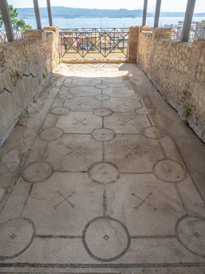 Arkeologiskt parkera av Baia, mosaikgolv royaltyfria foton