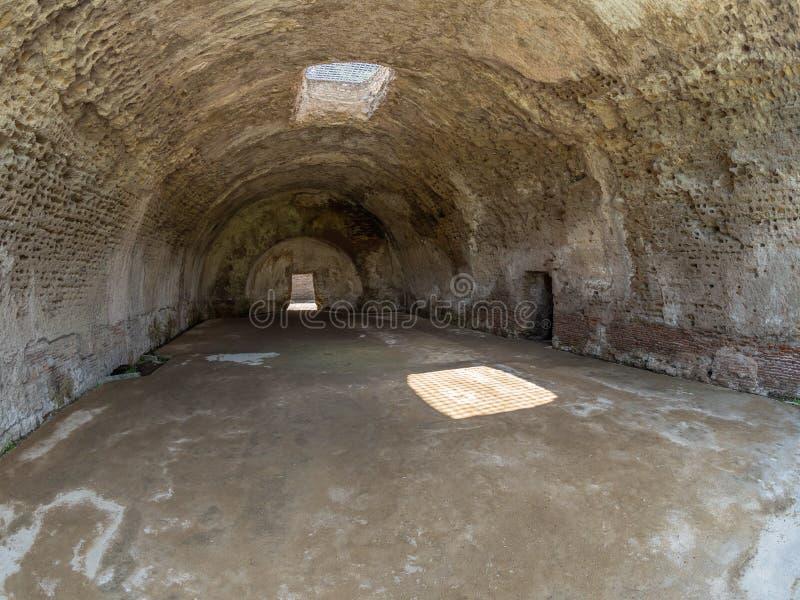 Arkeologiskt parkera av Baia, tempel av Mercury fotografering för bildbyråer