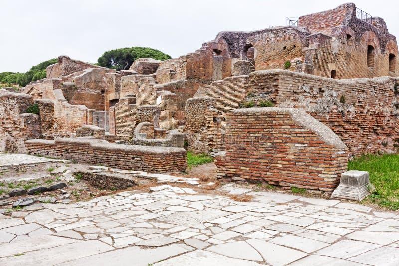 Arkeologiskt romerskt platslandskap i Ostia Antica - Rome - Ita fotografering för bildbyråer