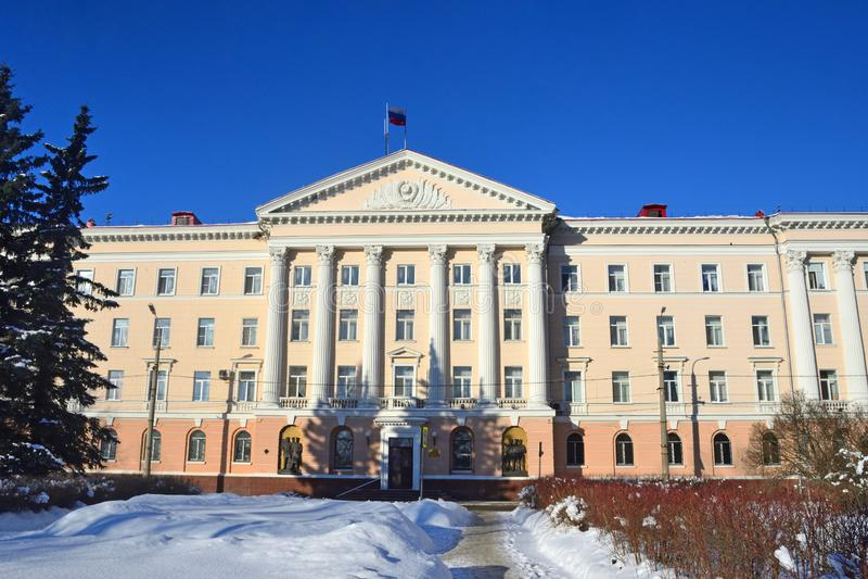 Arkhangelsk, Rusia, febrero, 20, 2018 El edificio de los asuntos internos de la región de Arkhangelsk en la calle i de Voskresens imagenes de archivo