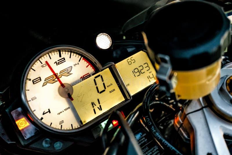 ARKHANGELSK, RUSSISCHE FEDERATIE - 4 SEPTEMBER: Het dashboard van de de sportfiets van BMW S1000RR, 4 September, 2016 in Arkhange royalty-vrije stock foto's