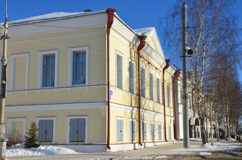 Arkhangelsk Ryssland, Februari, 20, 2018 Byggnaden av egenar och bankkontoret 1876, cu för konst för anslutning för now-Thetillst royaltyfria bilder