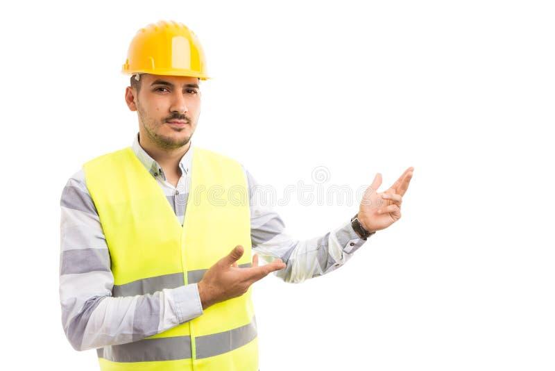 Arkitekt eller konstruktör som framlägger vitt kopieringsutrymme arkivbilder