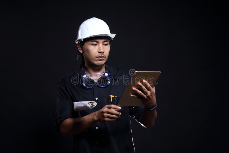 Arkitekt Engineer i hård hatt och säkerhetsutrustning royaltyfria bilder