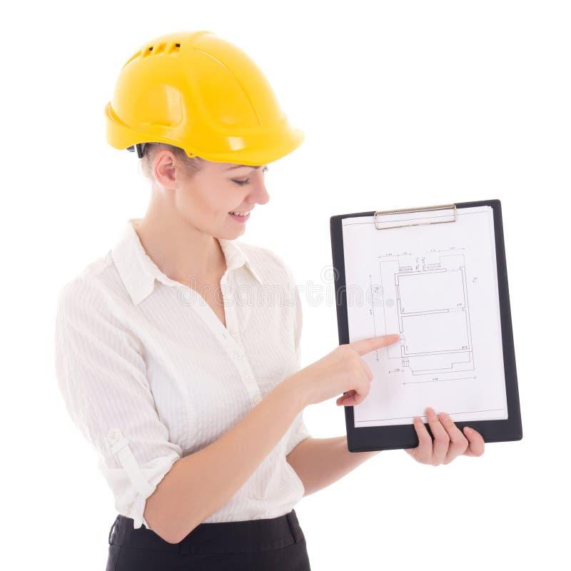 Arkitekt för affärskvinna i gul byggmästarehjälm som framlägger bui royaltyfria bilder