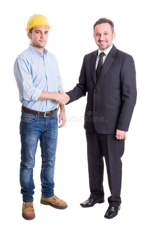 Arkitekt, tekniker eller leverantör och affärsman som skakar händer arkivbild