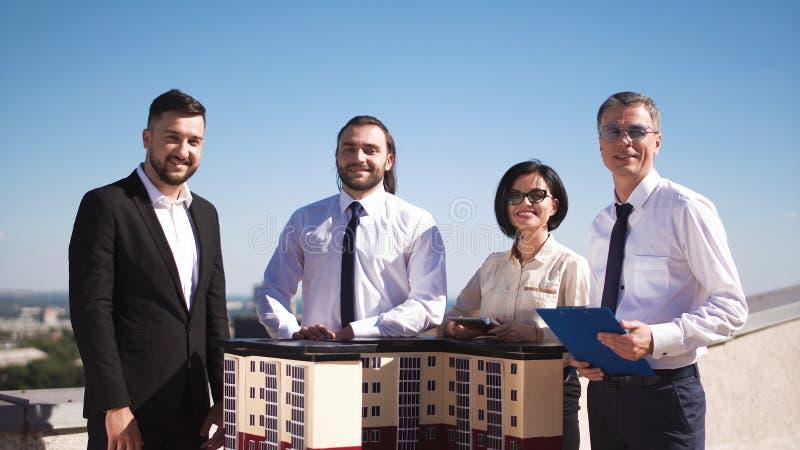 Arkitekter på byggnadsmodellen arkivbilder