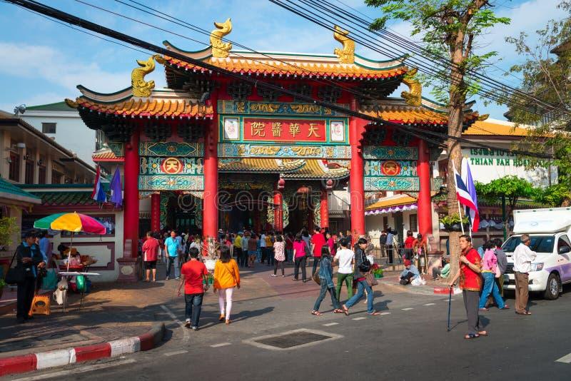 Arkitektonisk båge för traditionell kines på Thian fanfundament S arkivfoton