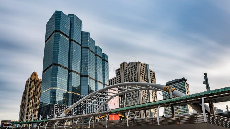 Arkitektonisk brobyggnad i Bangkok fotografering för bildbyråer