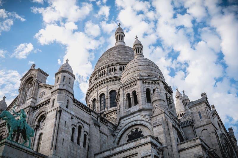 Arkitektonisk detalj av basilikan av den sakrala hjärtan av Pari royaltyfria foton