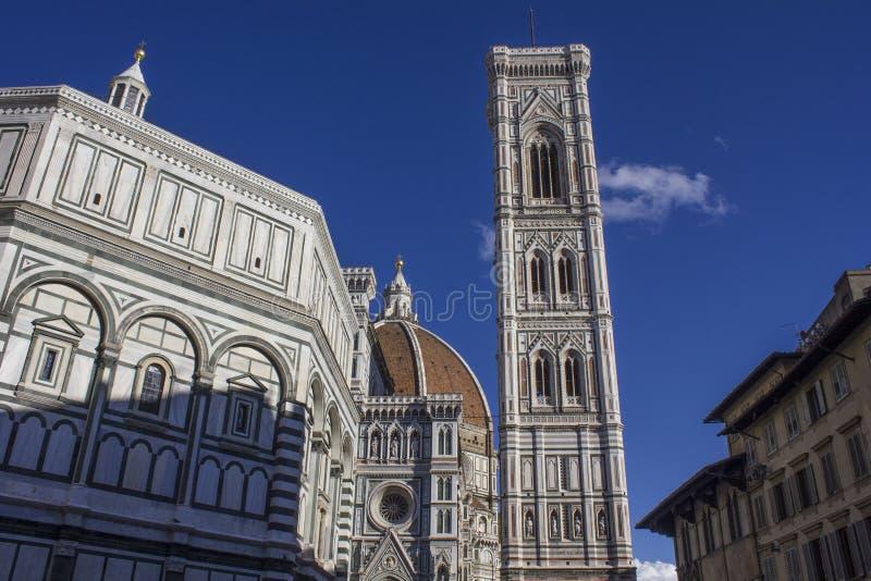 15: Arkitektonisk detalj av den Florence duomodomkyrkan royaltyfri bild