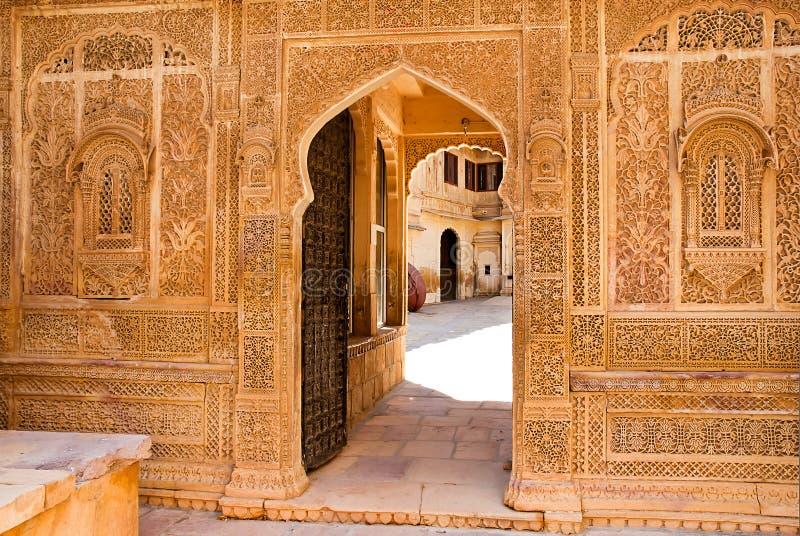Arkitektonisk detalj av den Mandir slotten, Jaisalmer, Indien arkivfoton