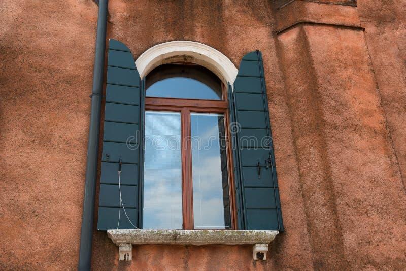 Arkitektonisk detalj av det traditionella huset i Venedig, Italien fotografering för bildbyråer
