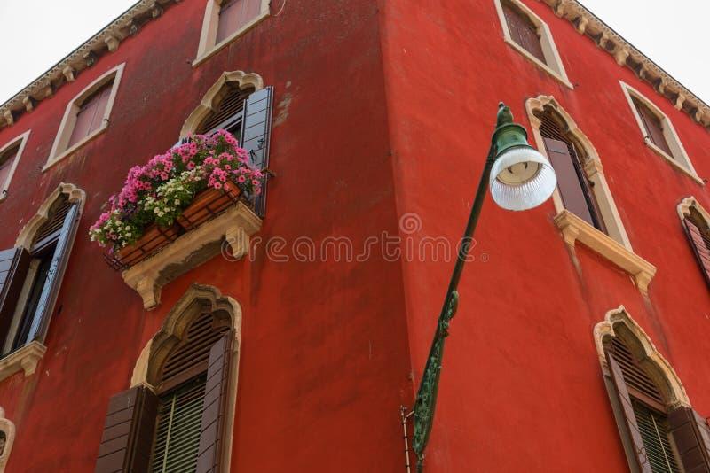 Arkitektonisk detalj av det traditionella huset i Venedig, Italien royaltyfri foto