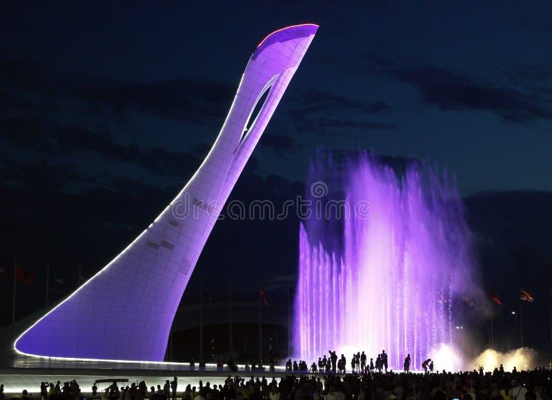 arkitektonisk gränsmärke i Sochi De eviga flammorna arkivfoton
