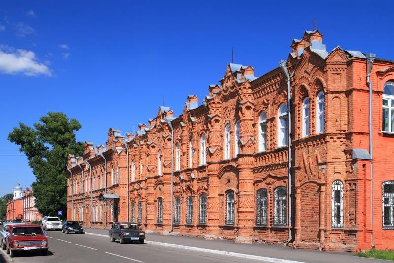 Arkitektonisk monument av det 19th århundradet som byggs i 1882 för det offentliga stadsmötet i den Siberian staden av Biysk royaltyfri foto