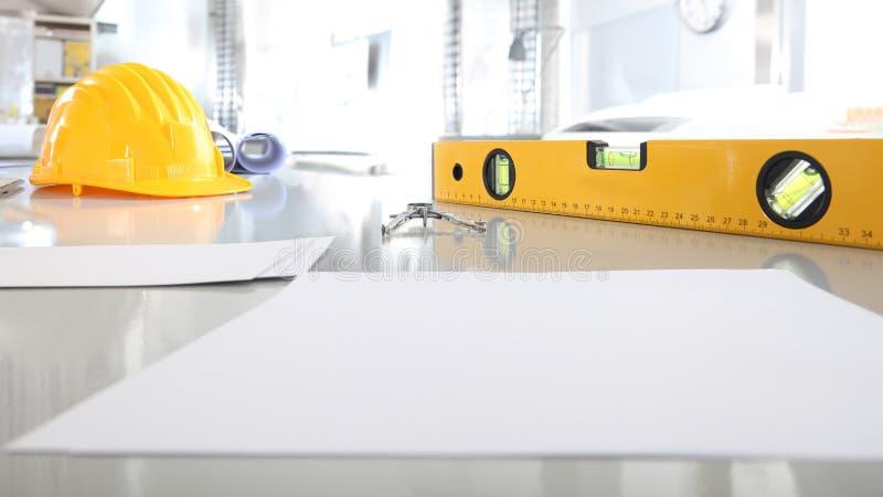 Arkitektonisk planni för projekt för konstruktion för bakgrund för kontorsskrivbord royaltyfri bild
