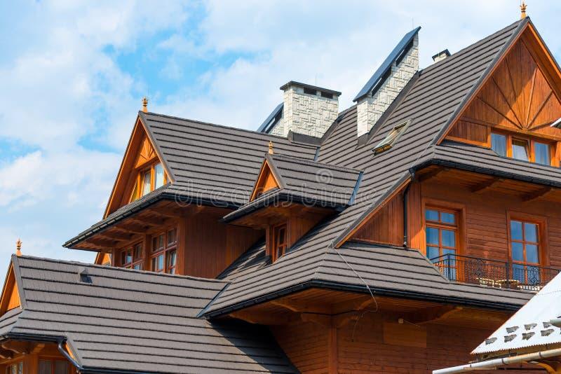 arkitektoniska beståndsdelar av en trävilla royaltyfria bilder
