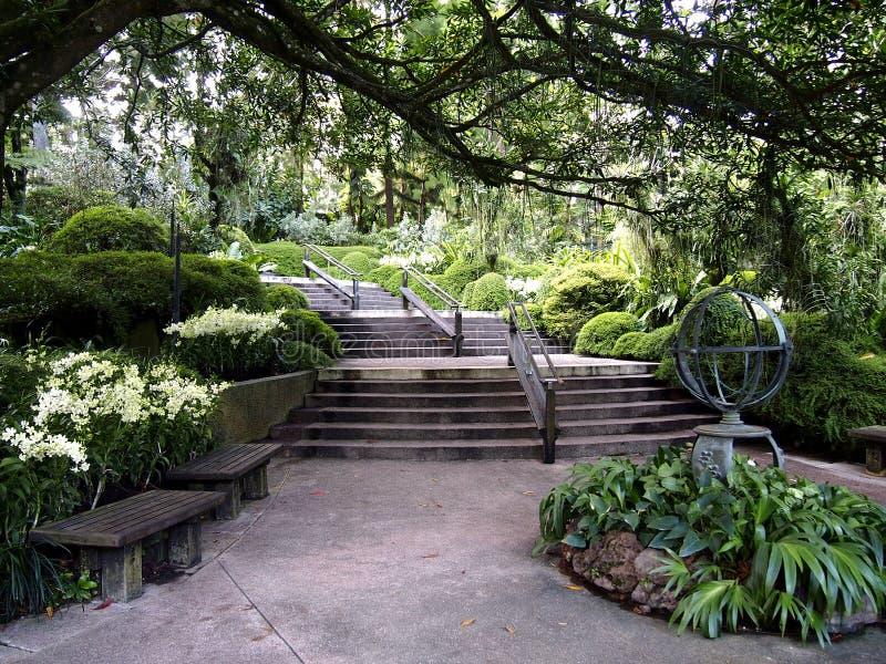 Arkitektoniska designer inom de Singapore botaniska trädgårdarna i Singapore royaltyfria bilder