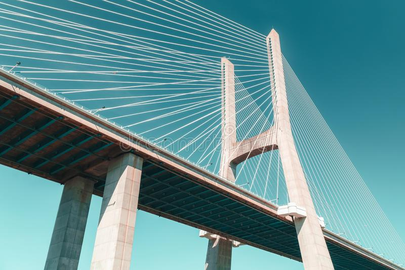 Arkitektoniska detaljer av 25 de Abril Bridge 25th April Bridge In Lisbon royaltyfria foton
