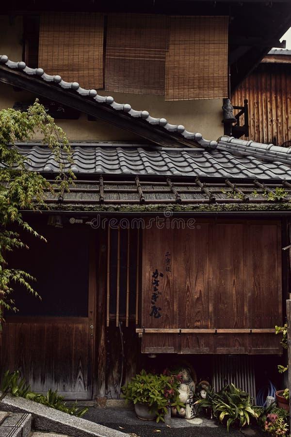 Arkitektoniska detaljer av en japansk byggnad i Kyoto, Japan royaltyfri bild