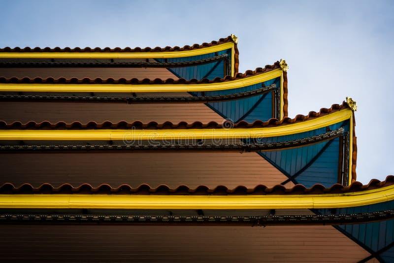 Arkitektoniska detaljer av pagoden på horisont kör, i läsning royaltyfri fotografi
