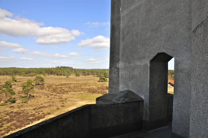 Arkitektoniska detaljer: Korridor av byggande av A av radion Kootwijk, Nederländerna royaltyfria foton