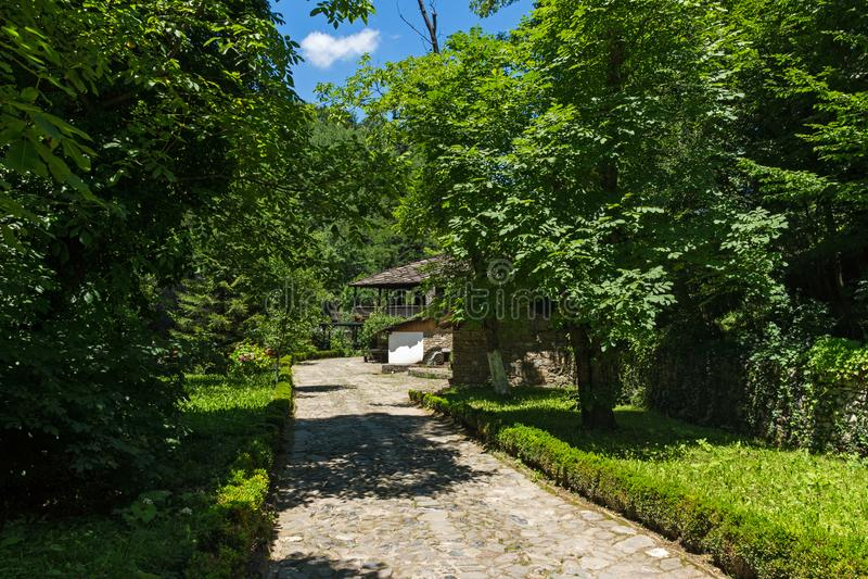 Arkitektoniska Ethnographic komplexa Etar Etara nära stad av Gabrovo, Bulgarien royaltyfri foto
