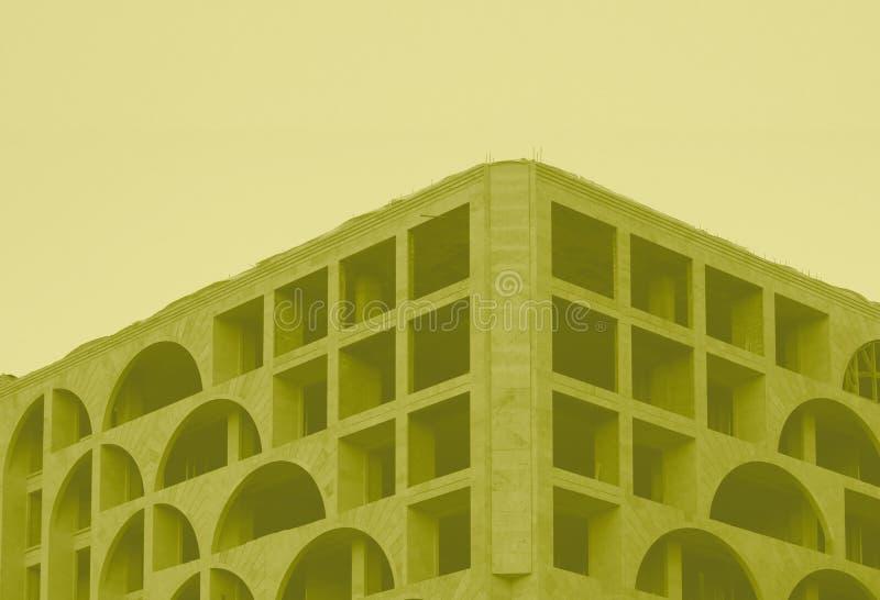 Arkitektoniskt lagerföra fotobyggnad i gul signal fotografering för bildbyråer