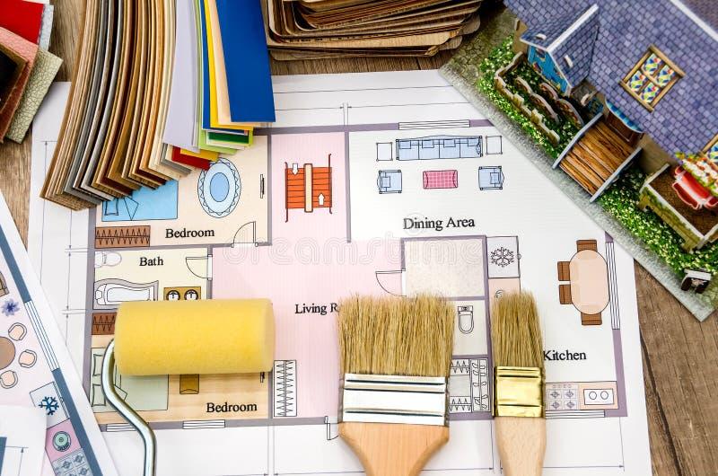 Arkitektoniskt plan av husorienteringen, hjälpmedel royaltyfria foton