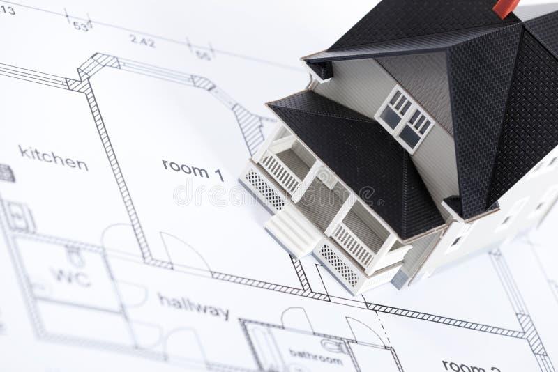 arkitektoniskt plan för konstruktionshusmodell royaltyfri fotografi