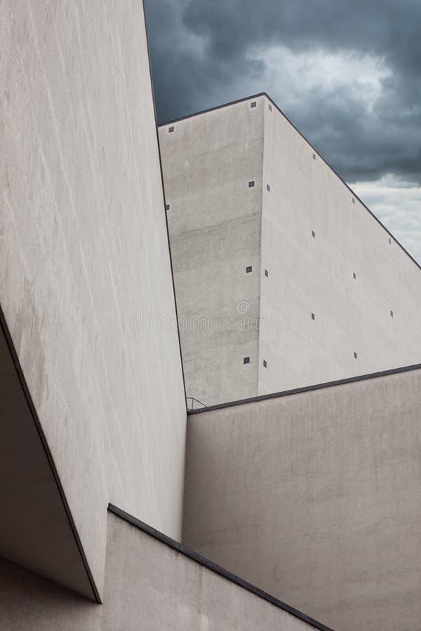 Arkitektoniskt specificera av en modern byggnad royaltyfria foton