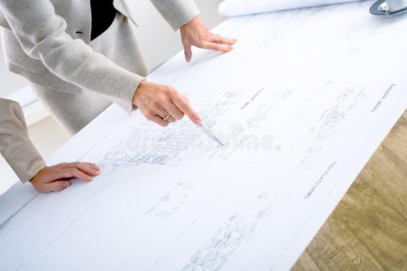arkitektritningplanläggning royaltyfri foto