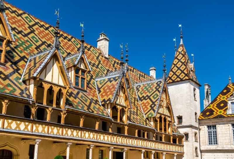 Arkitektur av de historiska klosterhärbärgarna av Beaune, Frankrike royaltyfri fotografi