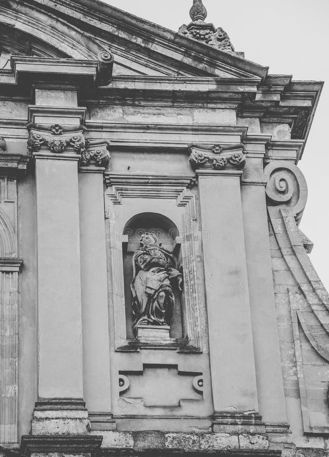 Arkitektur av den gamla jesuitdomkyrkan av Peter och Paul Ukraina stad av Lviv fotografering för bildbyråer