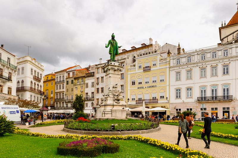Arkitektur av den historiska mitten av Coimbra, Portugal fotografering för bildbyråer