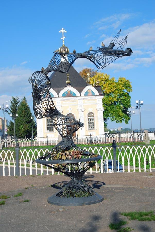 Arkitektur av den Rybinsk staden, Ryssland Monument till en fiskare fotografering för bildbyråer