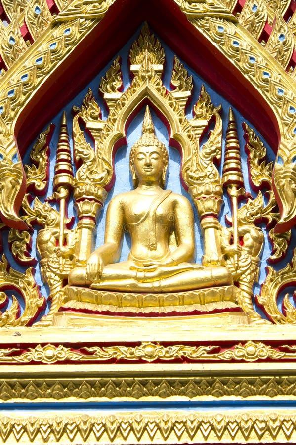 Arkitektur av en buddha staty i thai målningstil royaltyfria bilder