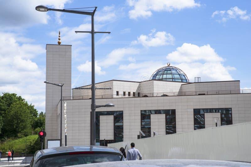 Arkitektur av en modern moské i Frankrike royaltyfri foto